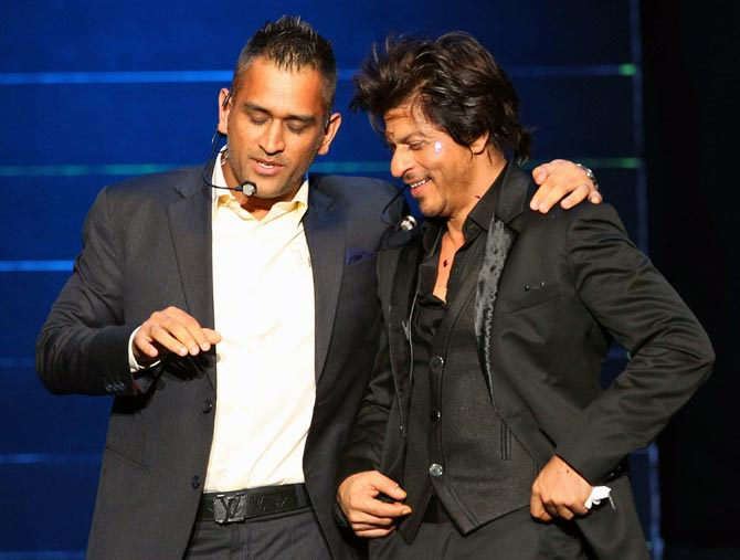 I'm ready to sell my 'pyjama' to buy MS Dhoni, says Shah Rukh Khan